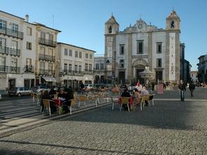 evora giraldo square portugal bike tour