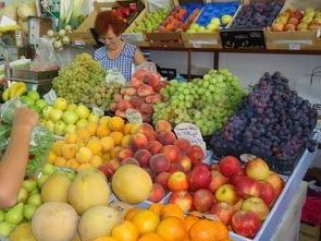 fruit market in cycling tour