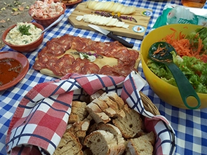 great picnics in our guided cycling tours