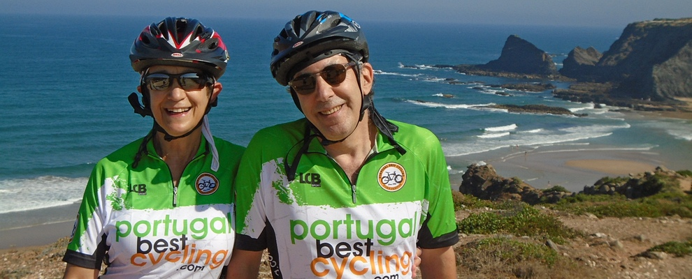 happy people in cycling holidays in Portugal